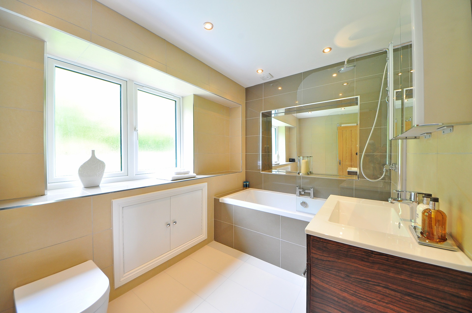 Mirror Installation: Top Tips For Installing Your New Mirror